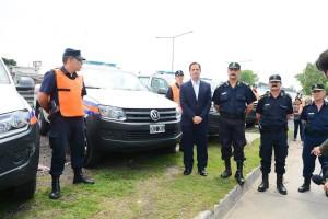 El Intendente electo junto a las autoridades policiales del distrito.