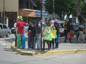 En la esquina de la calle Larroca y Av. Belgrano.