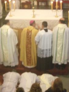 Misa central, con el ordenamiento de sacerdotes