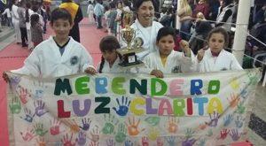 Los chicos de Luz Clarita y su profesora Yami coronel.