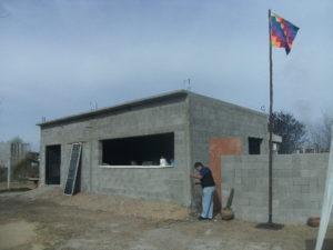 El flamante edificio de los jujeños con la bandera wiphala.