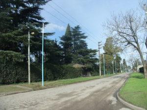 Nuevas columnas de luminarias sobre la calle Cabildo.