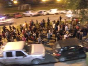 Los manifestantes por el Boulevard Pte. Peron
