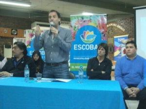 Haciendo el anuncio en el Rotary Club de Garin