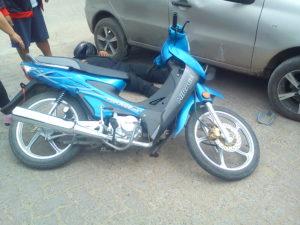 El auto y la moto que colisionaron