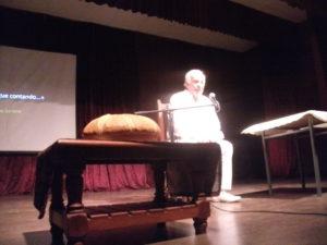 Soriano en el escenario de la Casa de la Cultura.