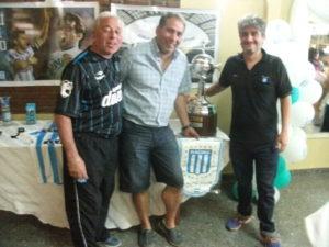 Integrantes de la comisión con la copa Libertadores
