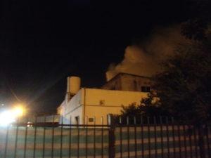 La columna de humo saliendo de la vivienda